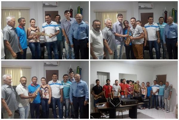 Incentivando a Cultura: Prefeitura de Juazeirinho entrega instrumentos a Banda...
