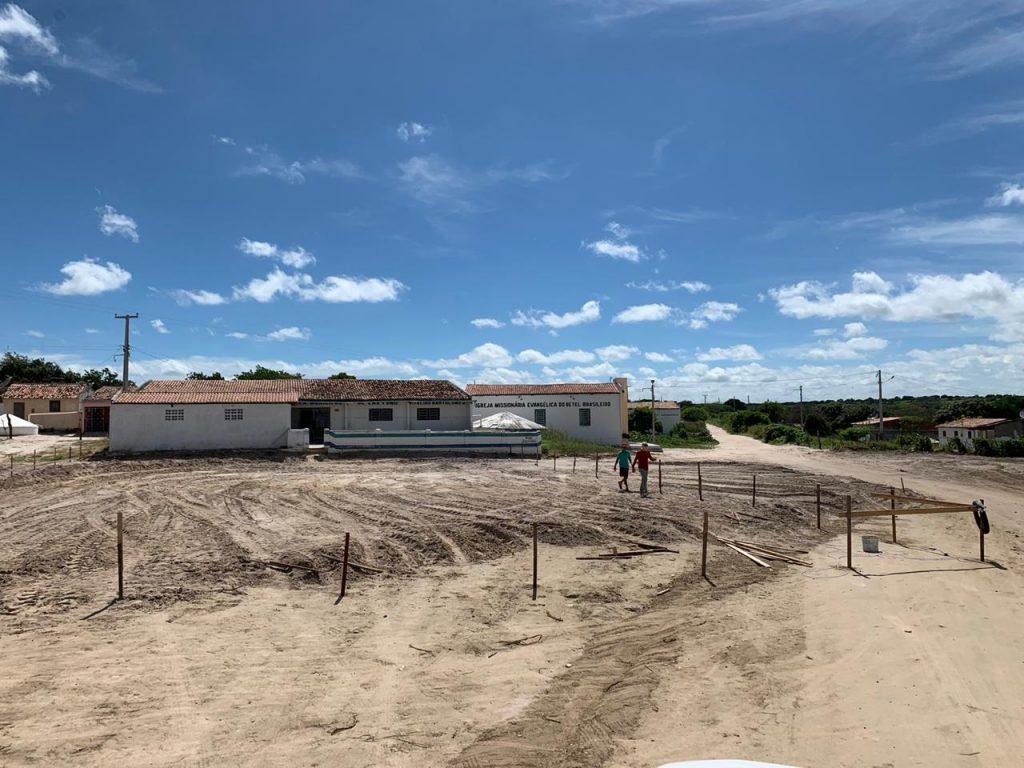 Comunidade Antonio Ferreira em Juazeirinho ganha quadra poliesportiva