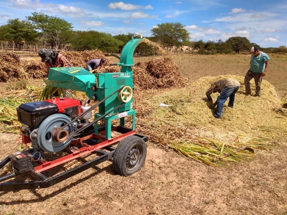Produtores da área rural são beneficiados com serviço de silagem